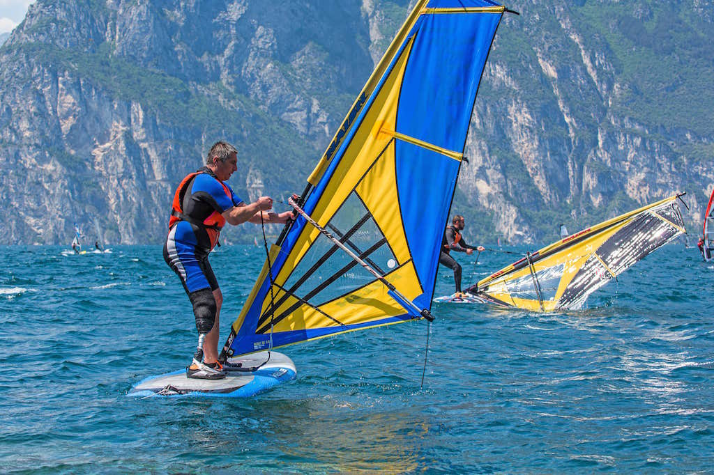Windsurf 4 Amputees Corri sull'Acqua Shaka Surf Center