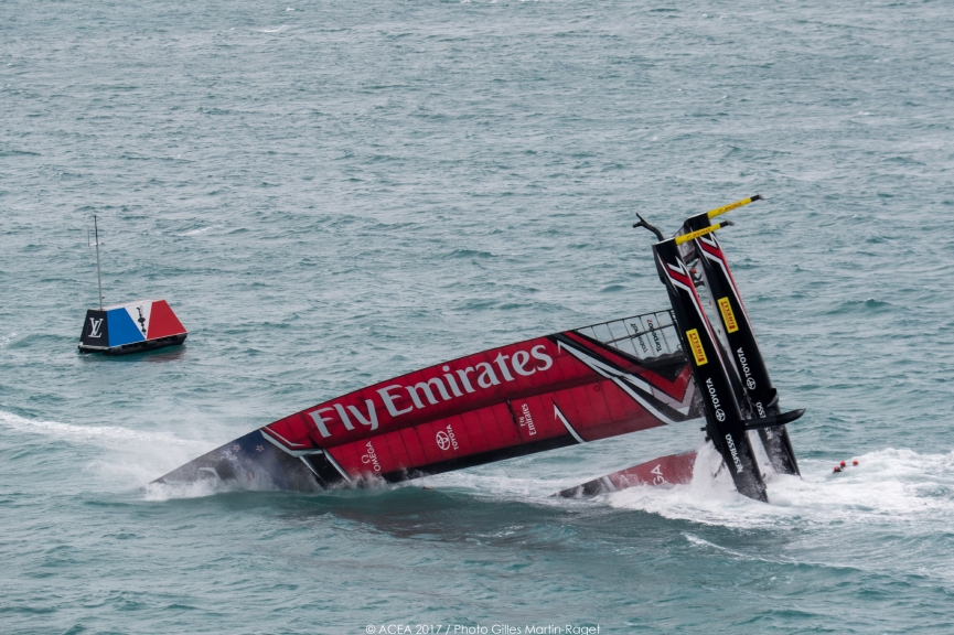 America's Cup Emirates Team New Zealand ribaltato