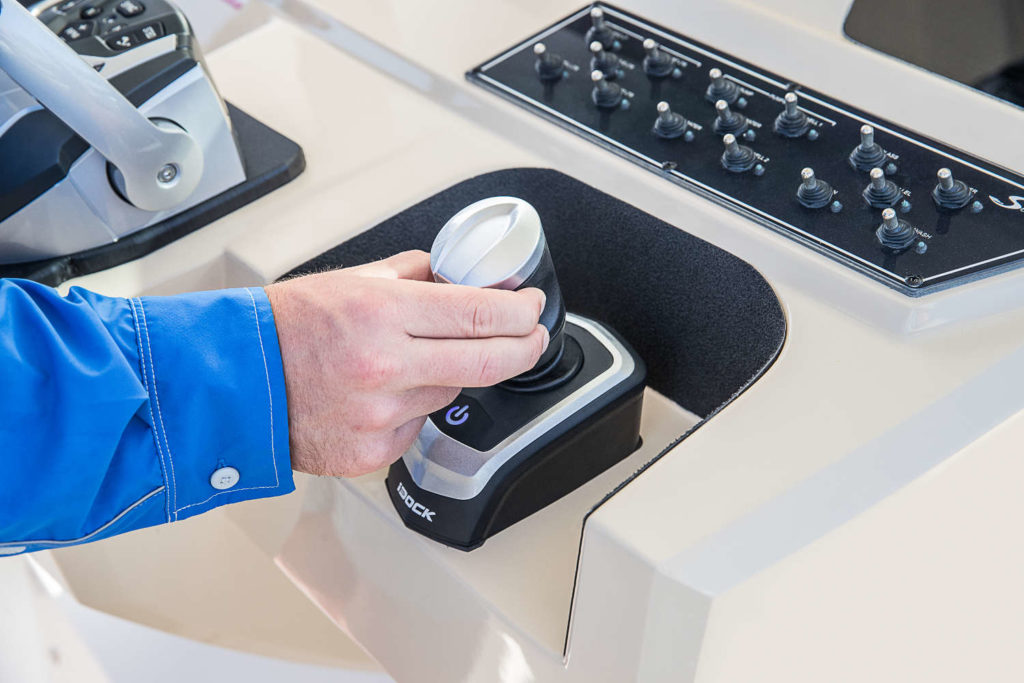 Evinrude iDock Sistema di ormeggio joystick