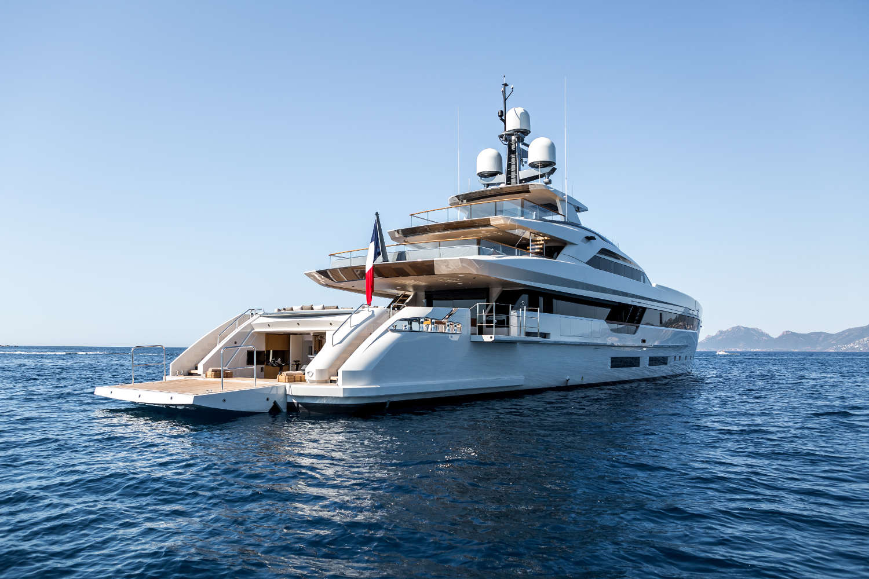 Tankoa yachts annuncia il debutto mondiale dell 39 s101 m y for Il canotto a bordo degli yacht